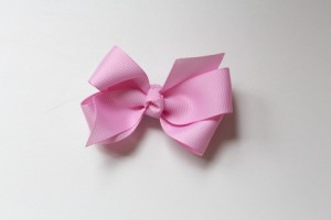 Tulip bow clip $5.50
